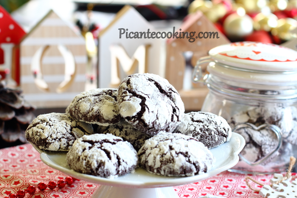 Chocolate crinckle cookies7.JPG