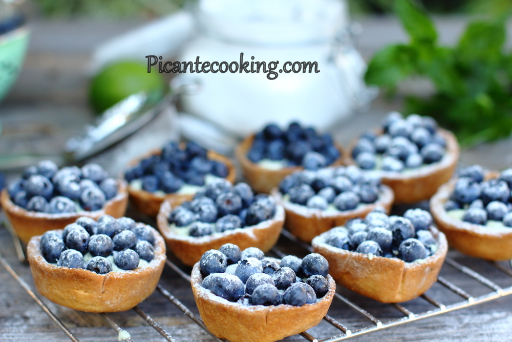 mascarpone bluberries tartlets5.JPG