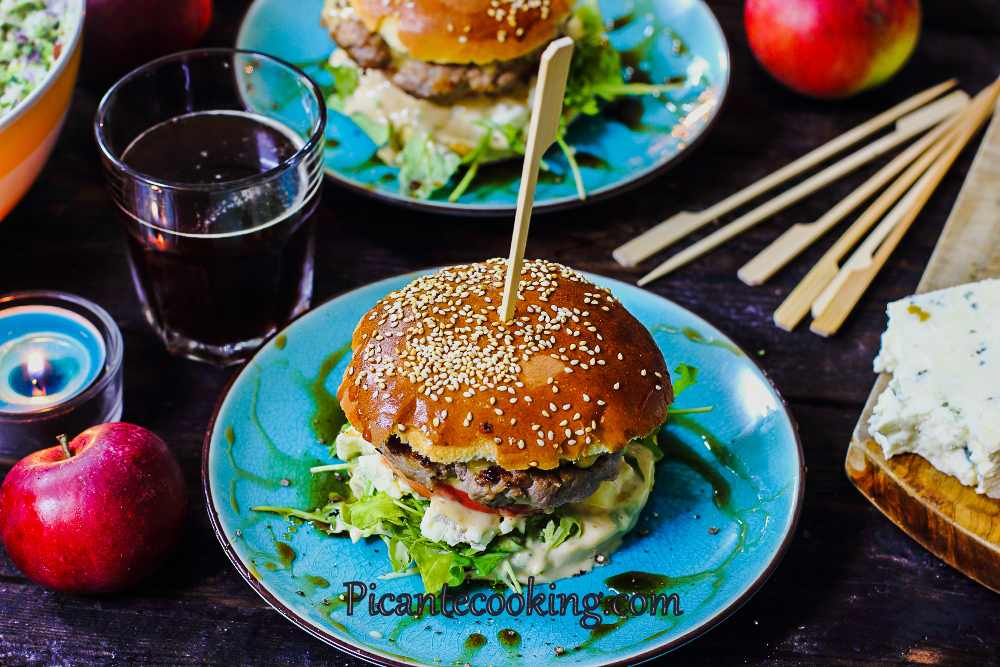 Apple_blue_cheese_burger8.jpg