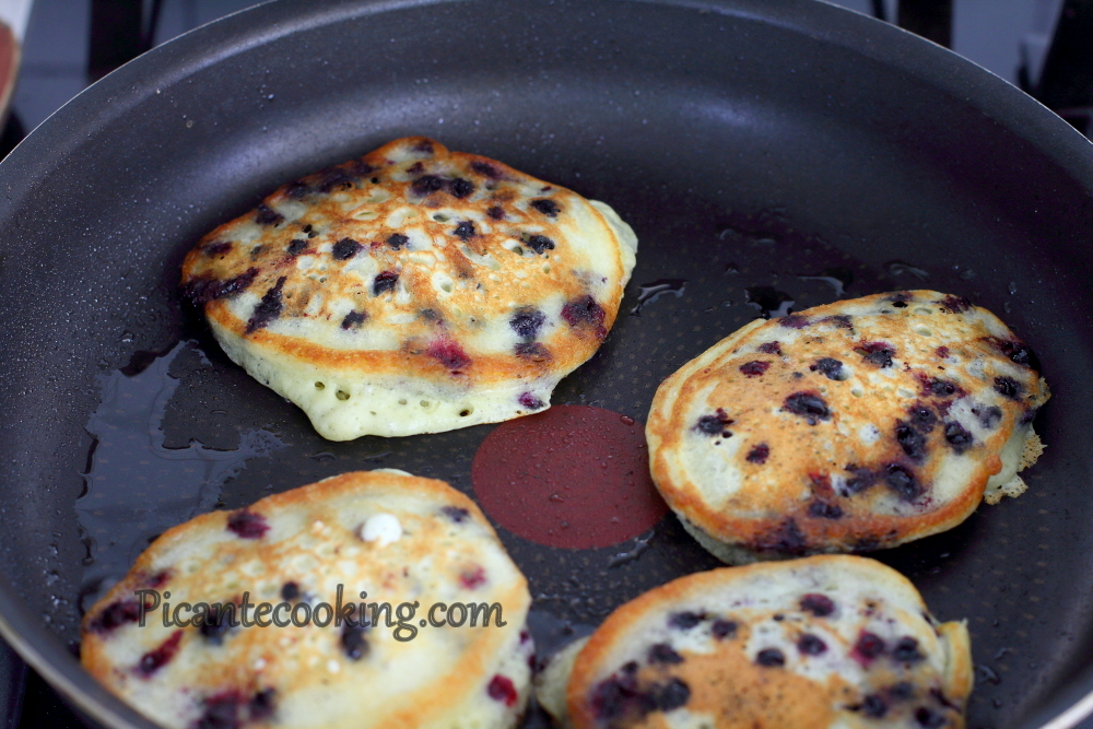 Blueberry pancakes3.JPG