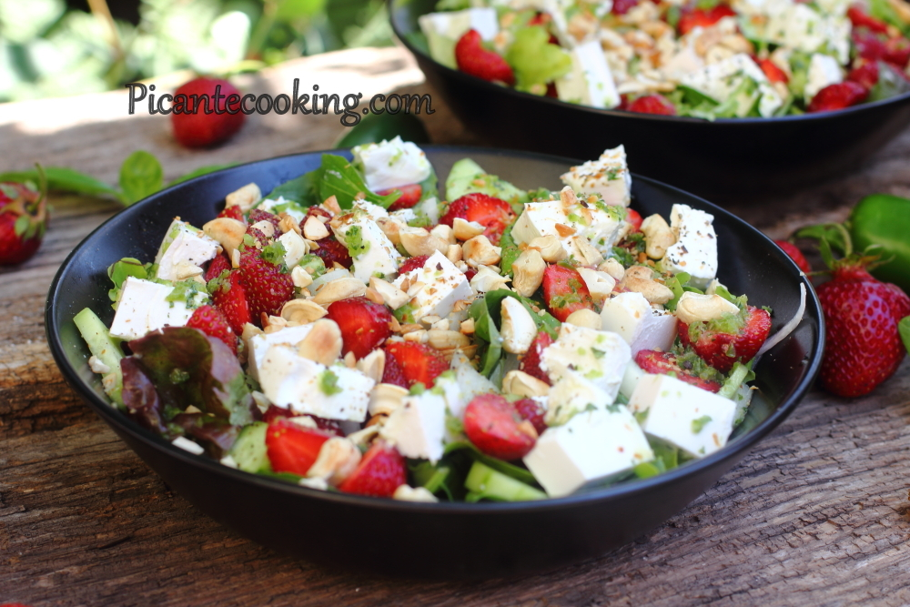 Spicy strawberry salad8.JPG