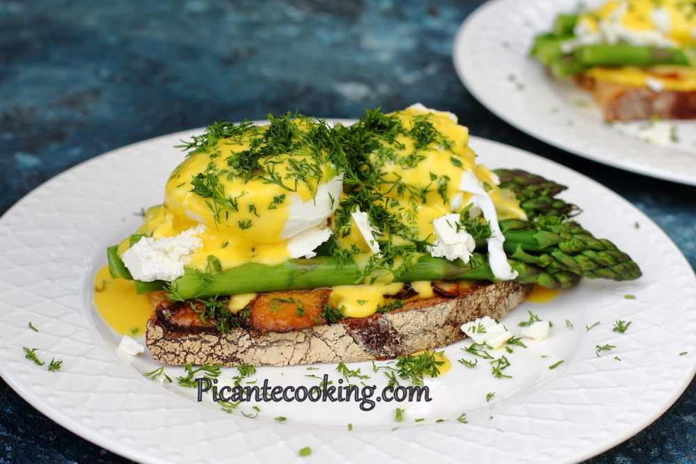 Asparagus_toast_with_eggs9.JPG