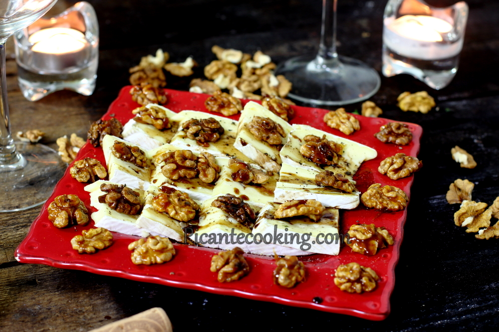 Brie with carmelized nuts8.JPG