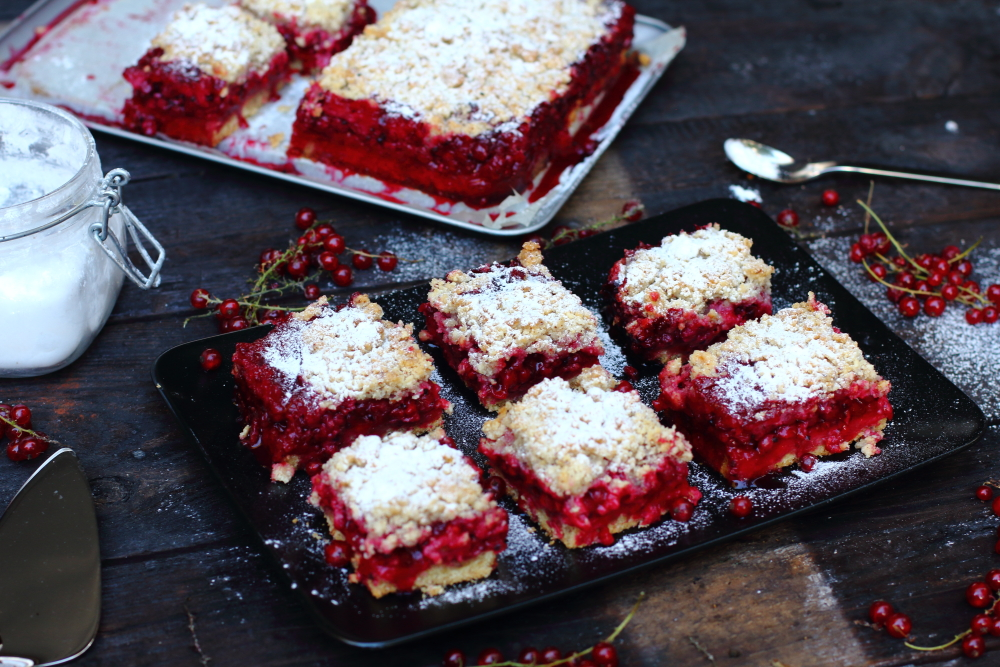 Red currant cake17.JPG