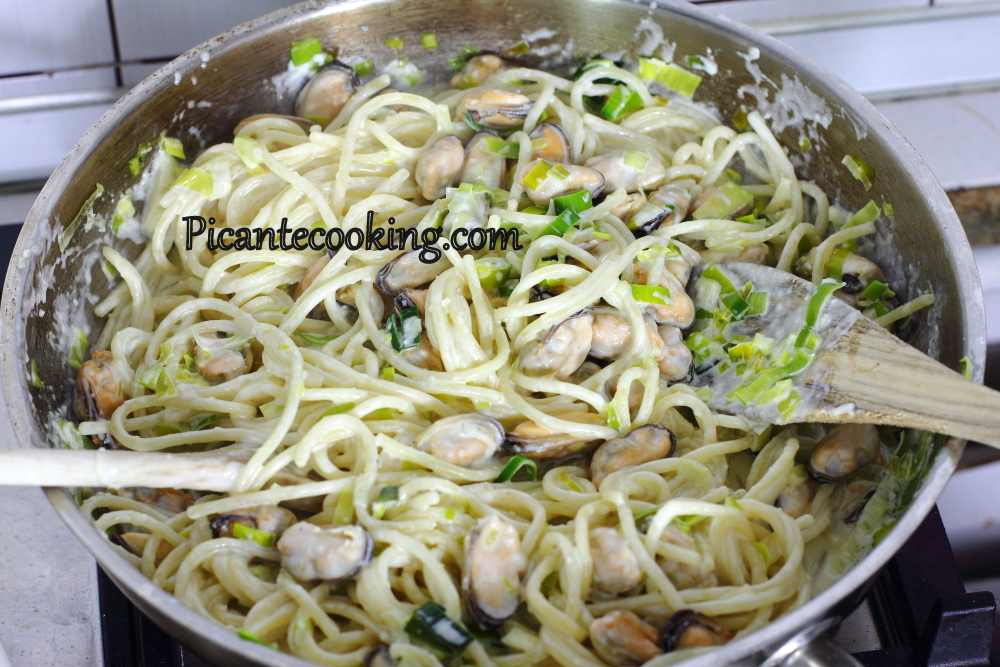 Spaghetti_with_leek_and_mussles5.JPG