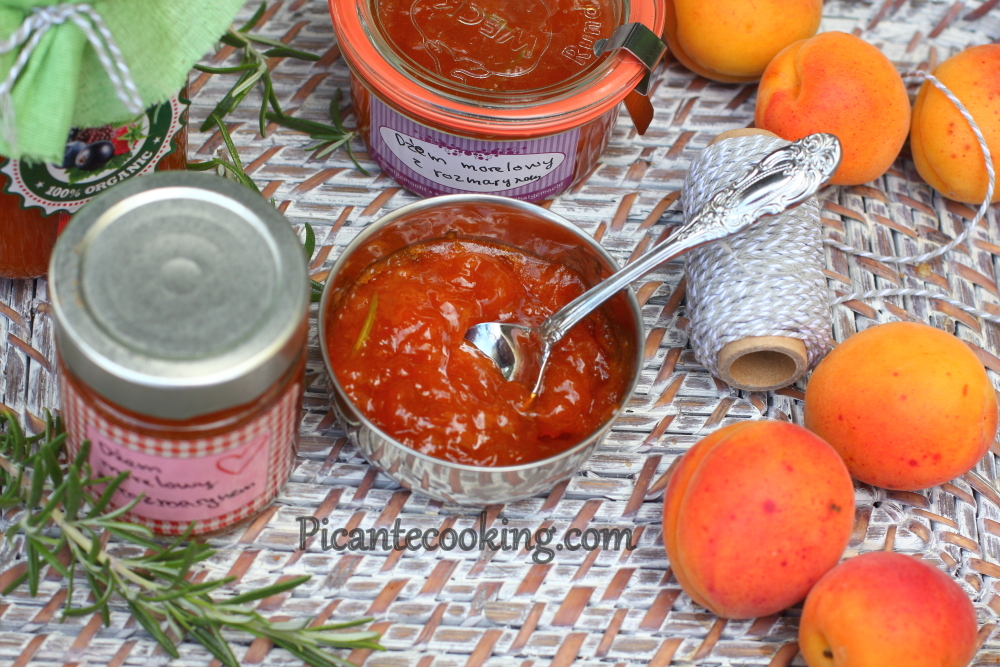 Apricot jam with rosemary4.JPG