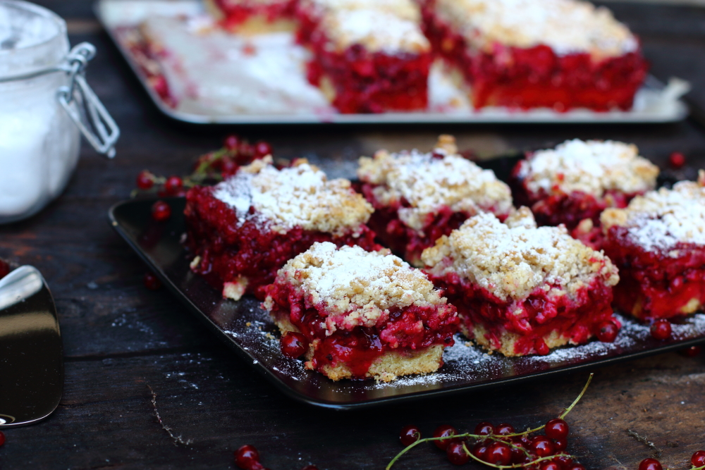 Red currant cake10.JPG