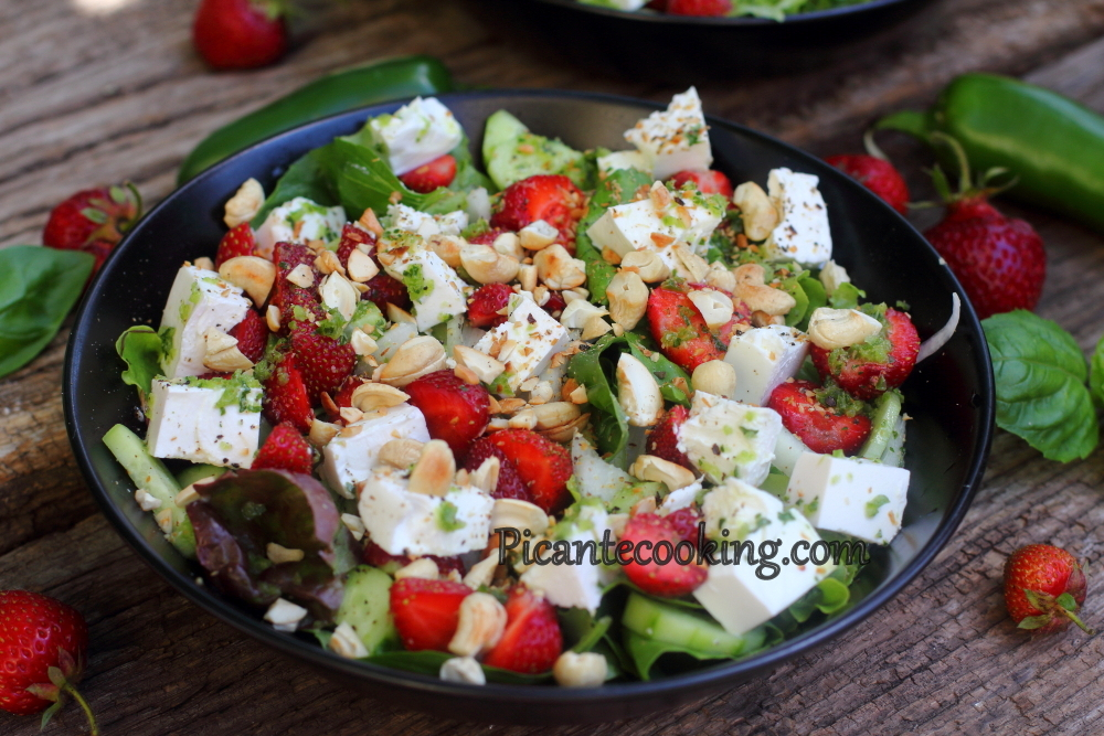 Spicy strawberry salad12.JPG