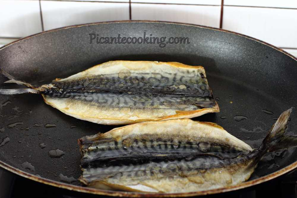 Mackerel_with_herb_tahini_sauce3.JPG