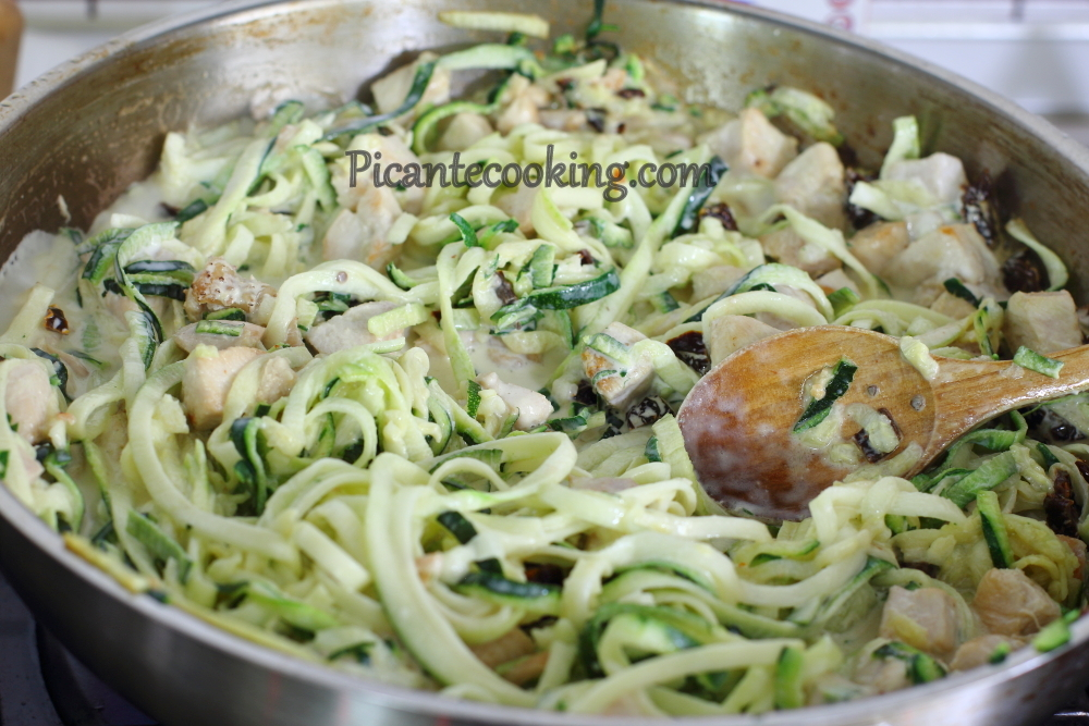 Zoodles_with_chicken2.JPG