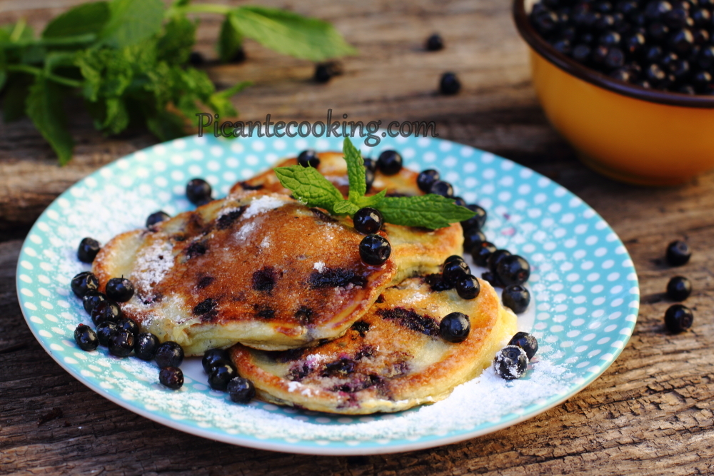 Blueberry pancakes6.JPG