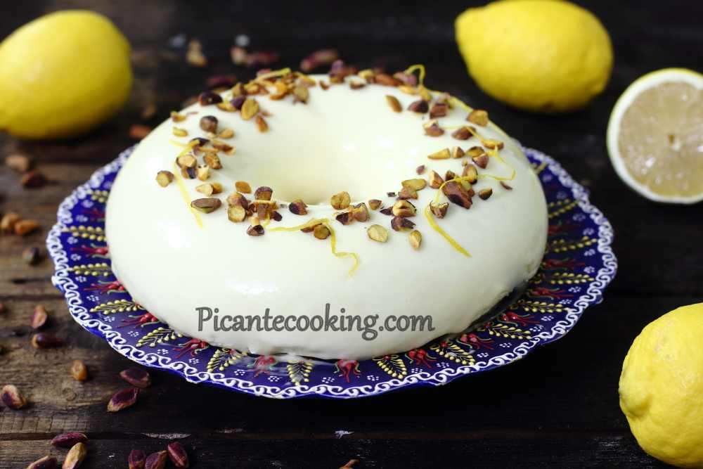 Mousse_cake_with_pistachios23.JPG