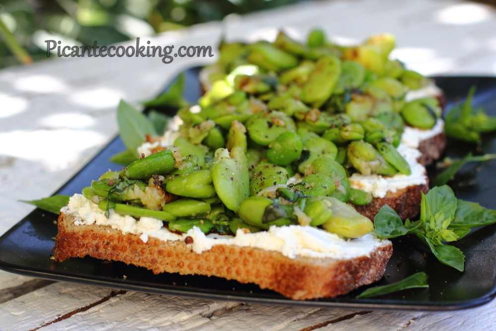 Bruschetta_with_ricotta&beans8.JPG