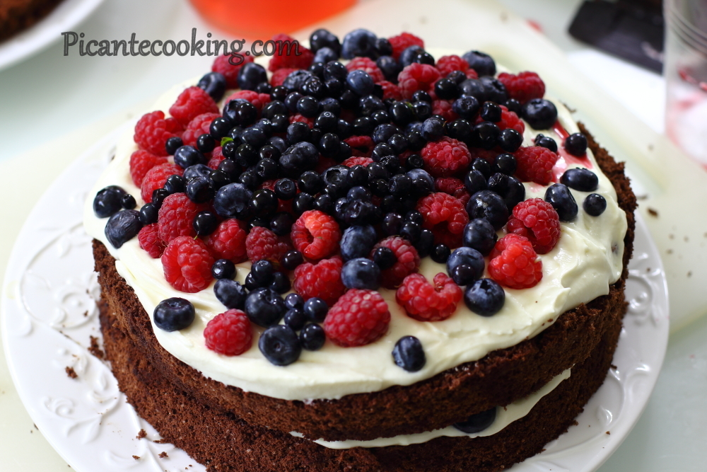 Summer chocolate cake7.JPG