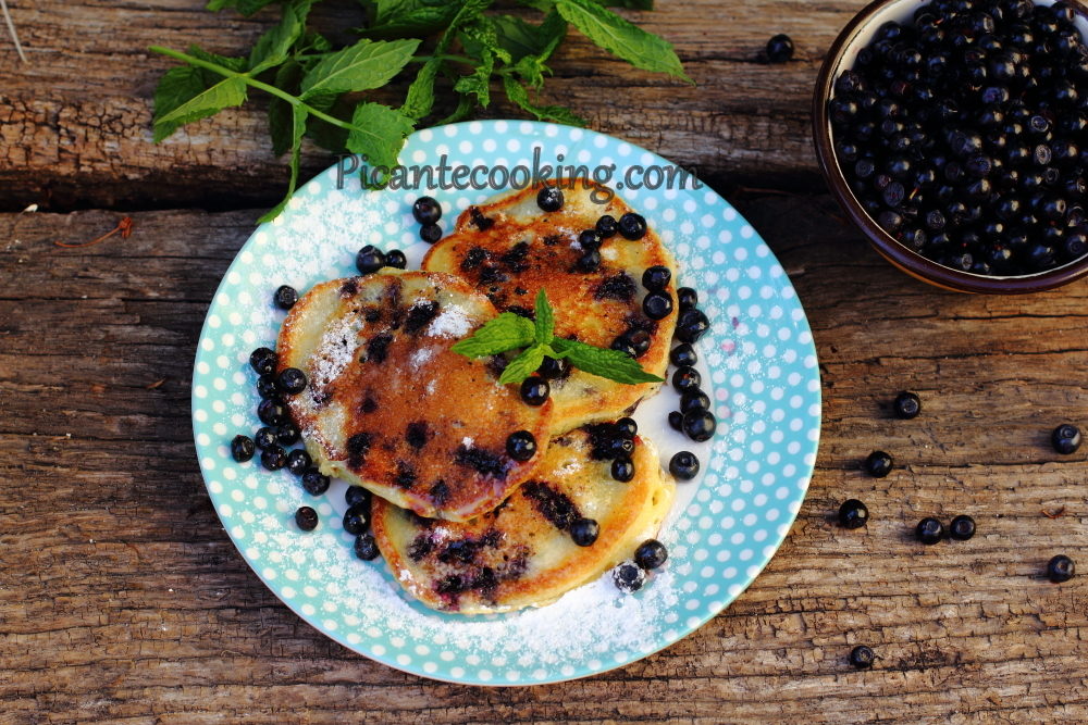 Blueberry pancakes7.JPG
