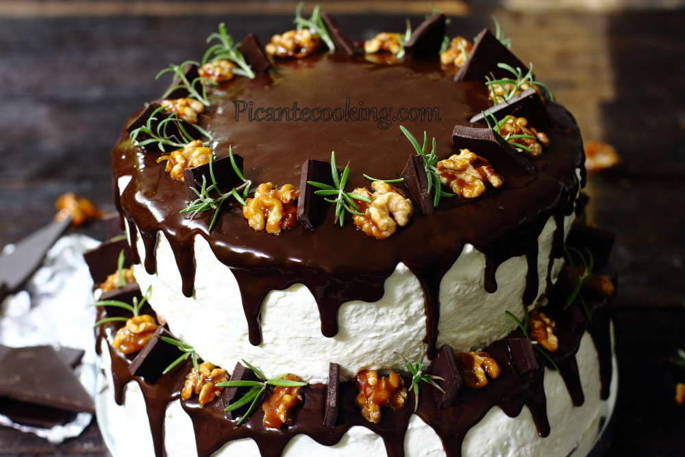 Two storeyed cake26.JPG