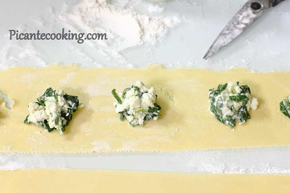 Spinach_ravioli_with_nuts5.JPG