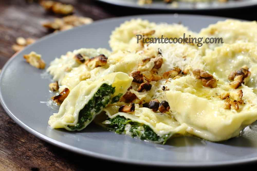 Spinach_ravioli_with_nuts16.JPG