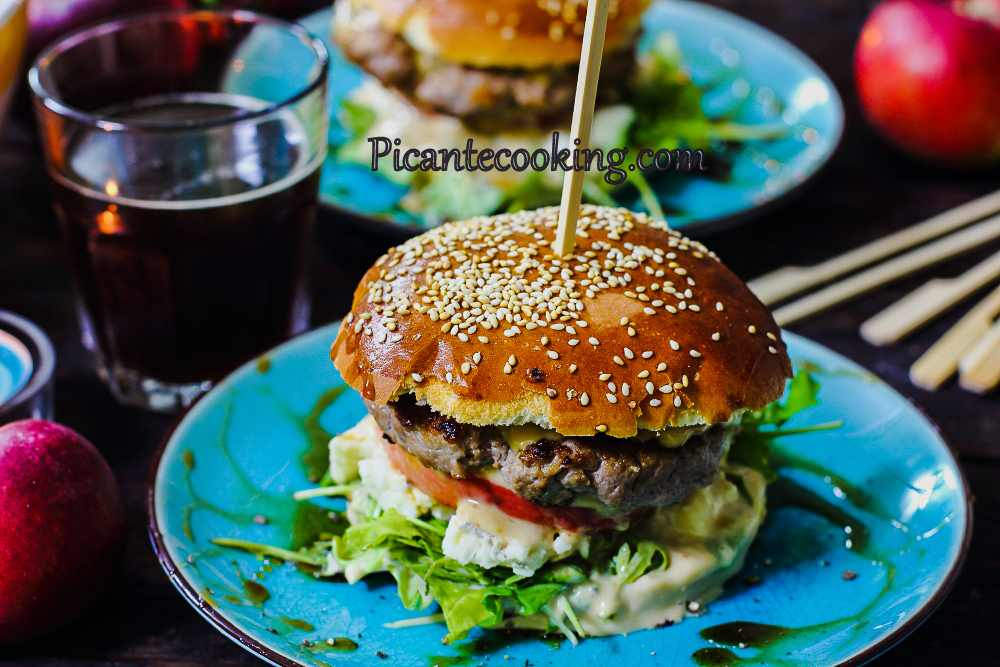 Apple_blue_cheese_burger9.jpg