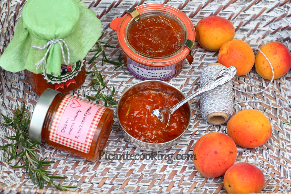 Apricot jam with rosemary8.JPG