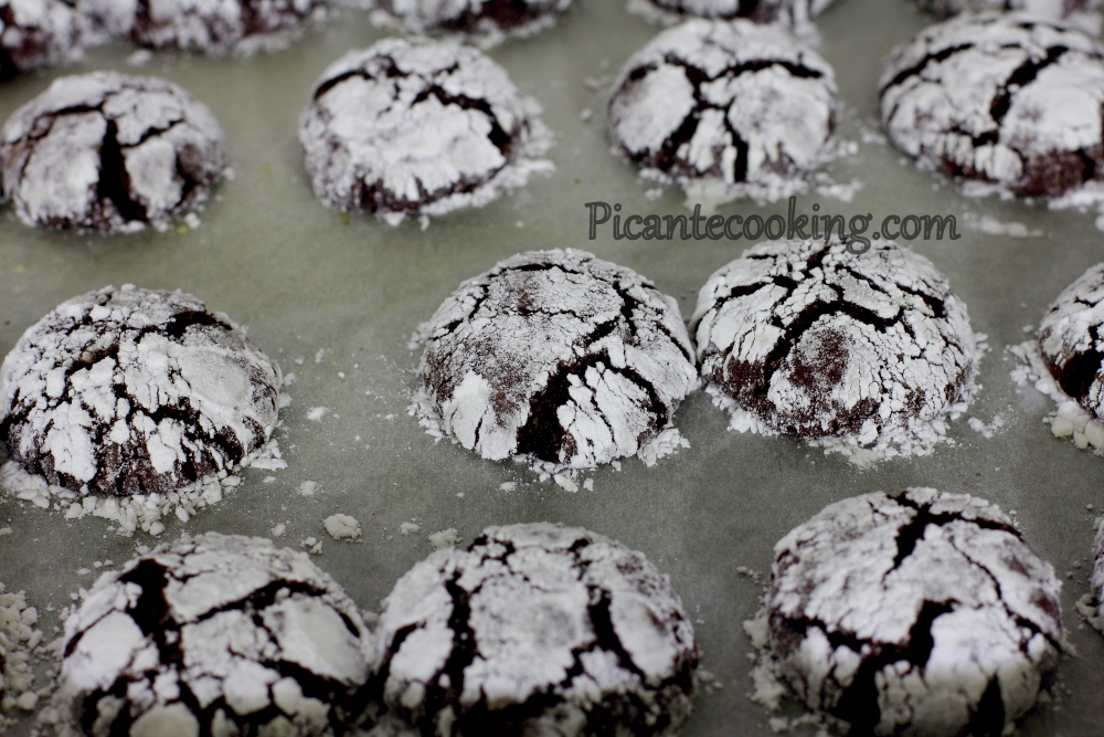 Chocolate crinckle cookies5.JPG