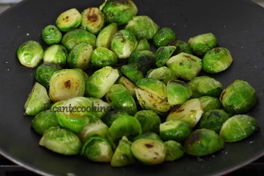 brussel sprouts with hazzlenut1.JPG
