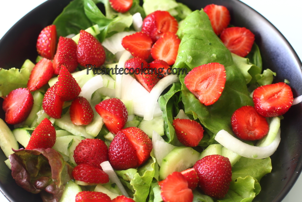 Spicy strawberry salad6.JPG