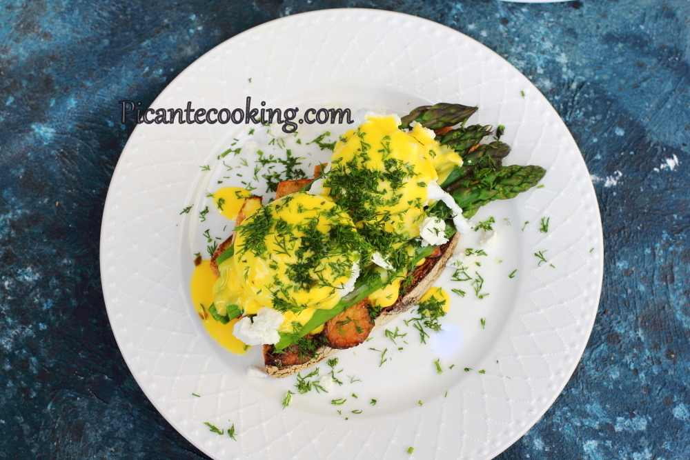 Asparagus_toast_with_eggs8.JPG