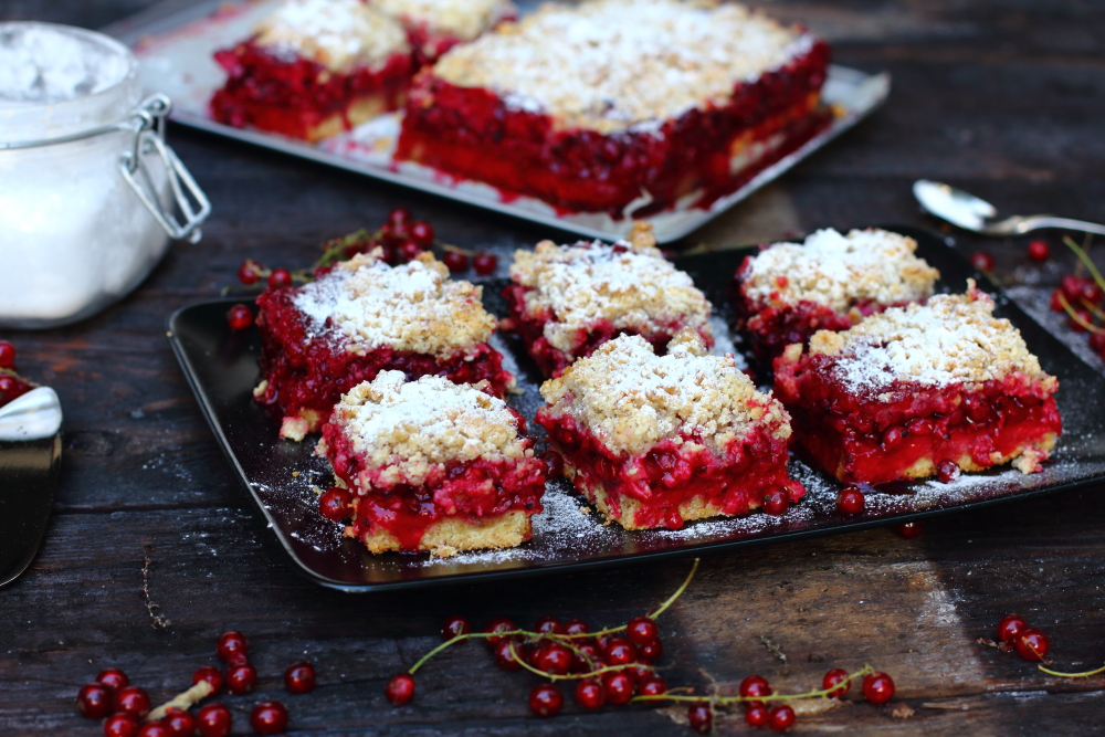 Red currant cake13.JPG