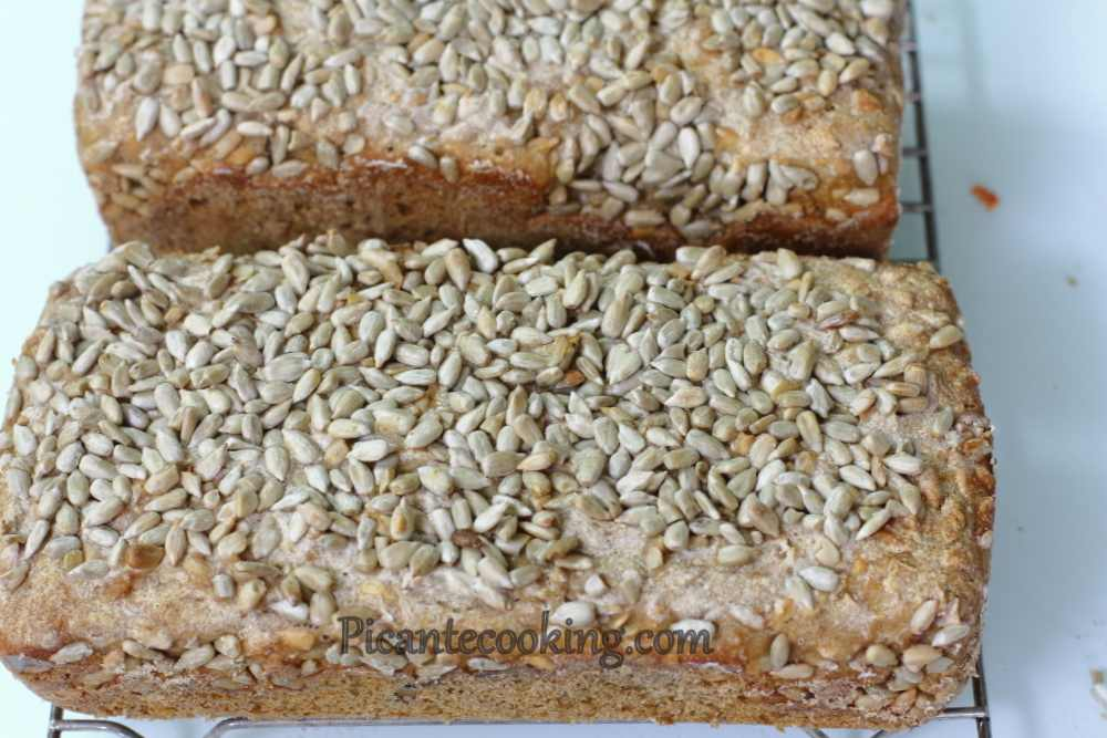 sourdough_bread_with_seeds7.JPG
