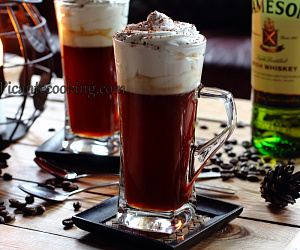 Kawa po irlandzku z miodem (ang. Irish coffee)